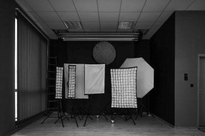 фото студио под наем черен фон